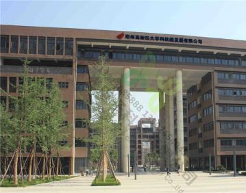 河南大学科技园爱普生5530U+创凯硬件融合器+6米电动拉线幕